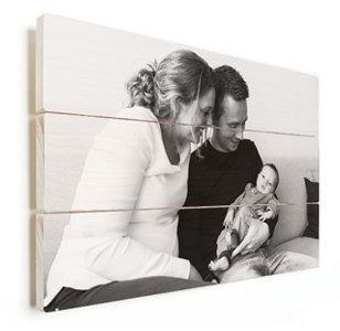 Foto auf Holz junge Familie schwarz weiss